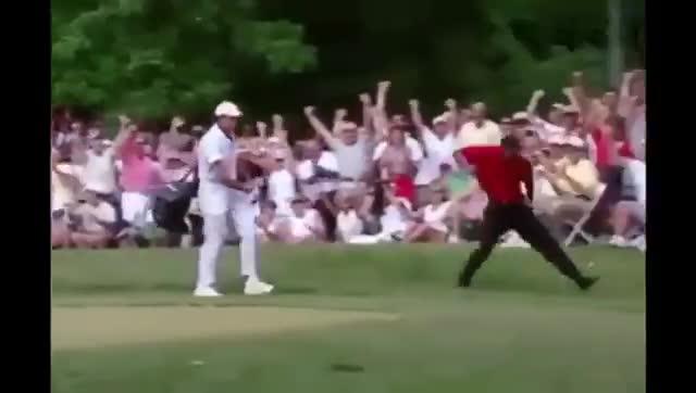 Hoyo en 1 jugando Golf en el culo de una Mujer