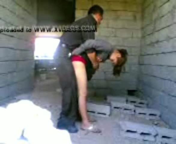 Mi tio se coge a mi hermana en una casa que se encontraba en construcción