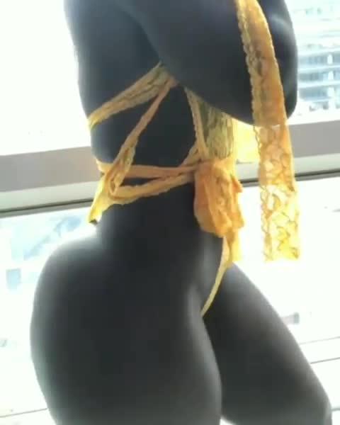 africanas mostrando su hermoso cuerpo
