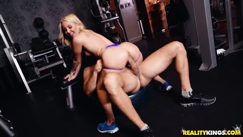 Aaliyah Love has Sex while trainning Gym