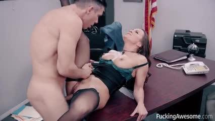 Secretaria Abigail Mac cogida por su jefe