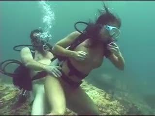 Follando rico bajo el agua
