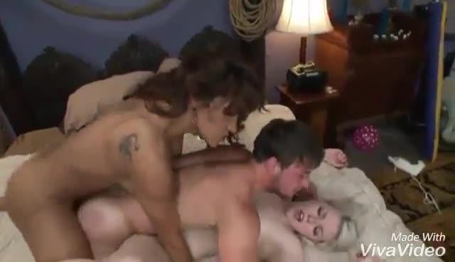 Trio LGTB en acción