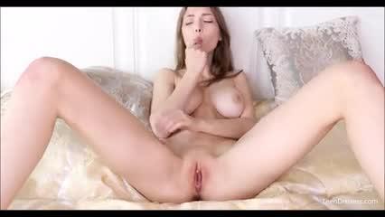 Mila Azul Elegant preciosa Perra Masturbandose frente a Las camaras