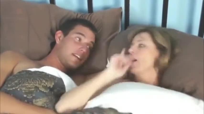 Hijo borracho obliga a mama a follar