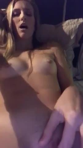 Compartió un video de su ex masturbandose