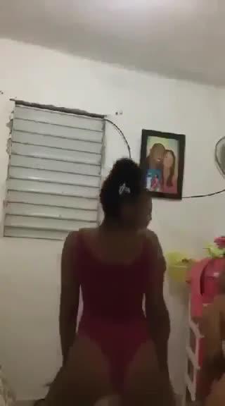 Tres cueros de Guachupita desnudándose