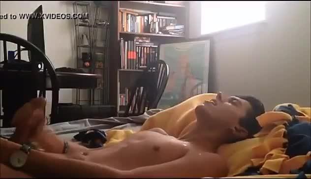 INTIMO Vadhir Derbez masturbandose