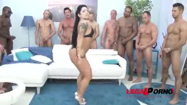 Monica Santiago boricua culona en orgia con 9 hombres