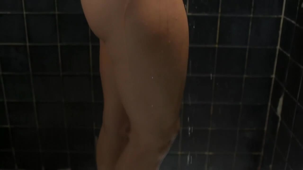 Thick babe Mostrando su rico cuerpo en la ducha esta colombiana si esta rica